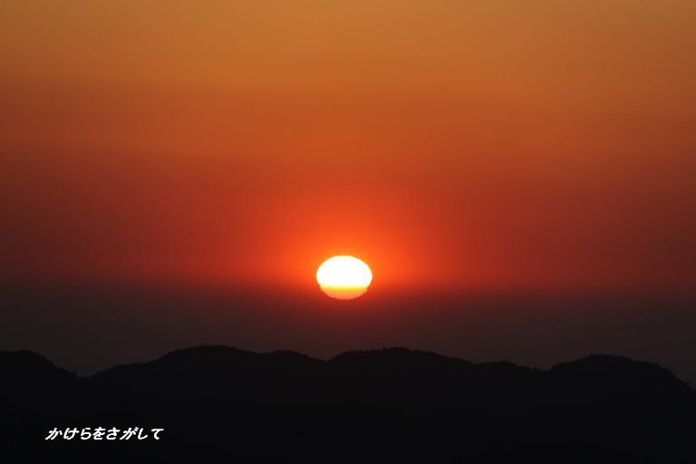 山の上からの夕日