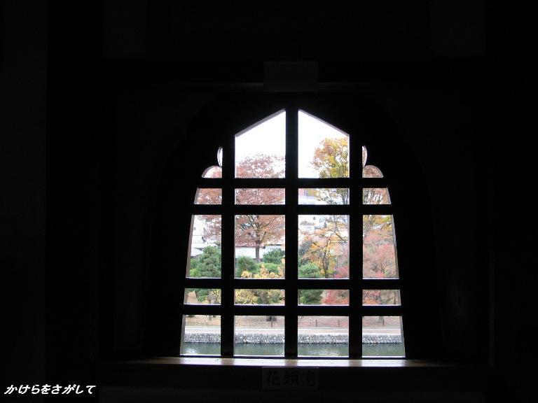 飾り窓からの秋